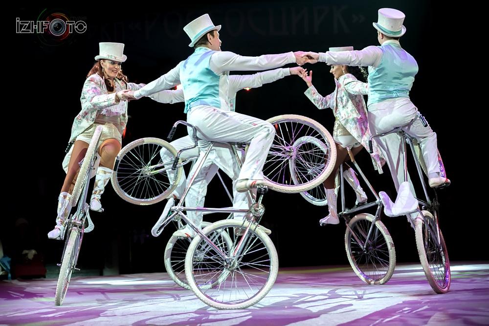 «Парад велосипедов», акробаты на велосипедах п/р ЛеонидаТкаченко, Россия