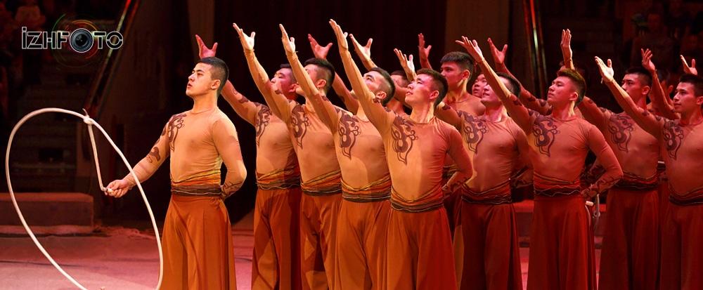 "Xinjiang acrobatic troupe ""Sunny Boys"" lasso China"