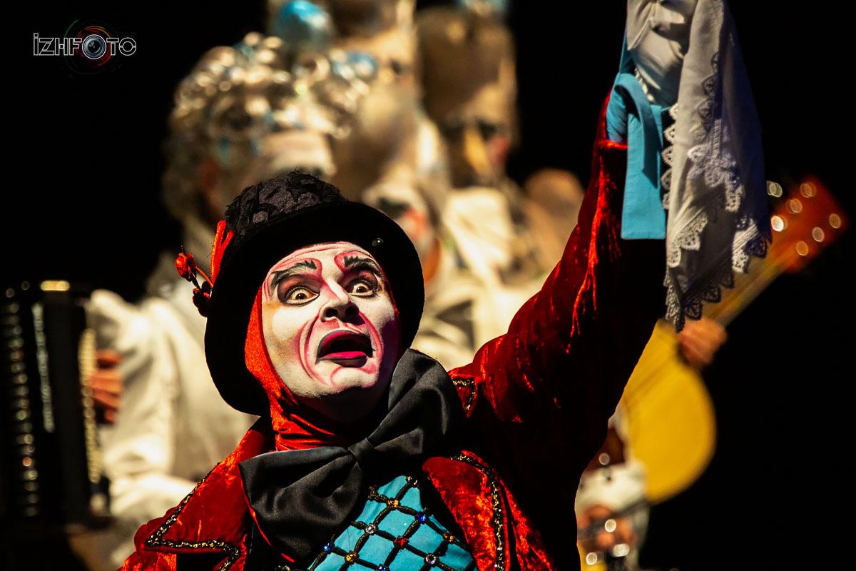 Каждый концерт Cirque de Soleil, создается как оперная постановка или кино, в целом это мало похоже на цирковое представление