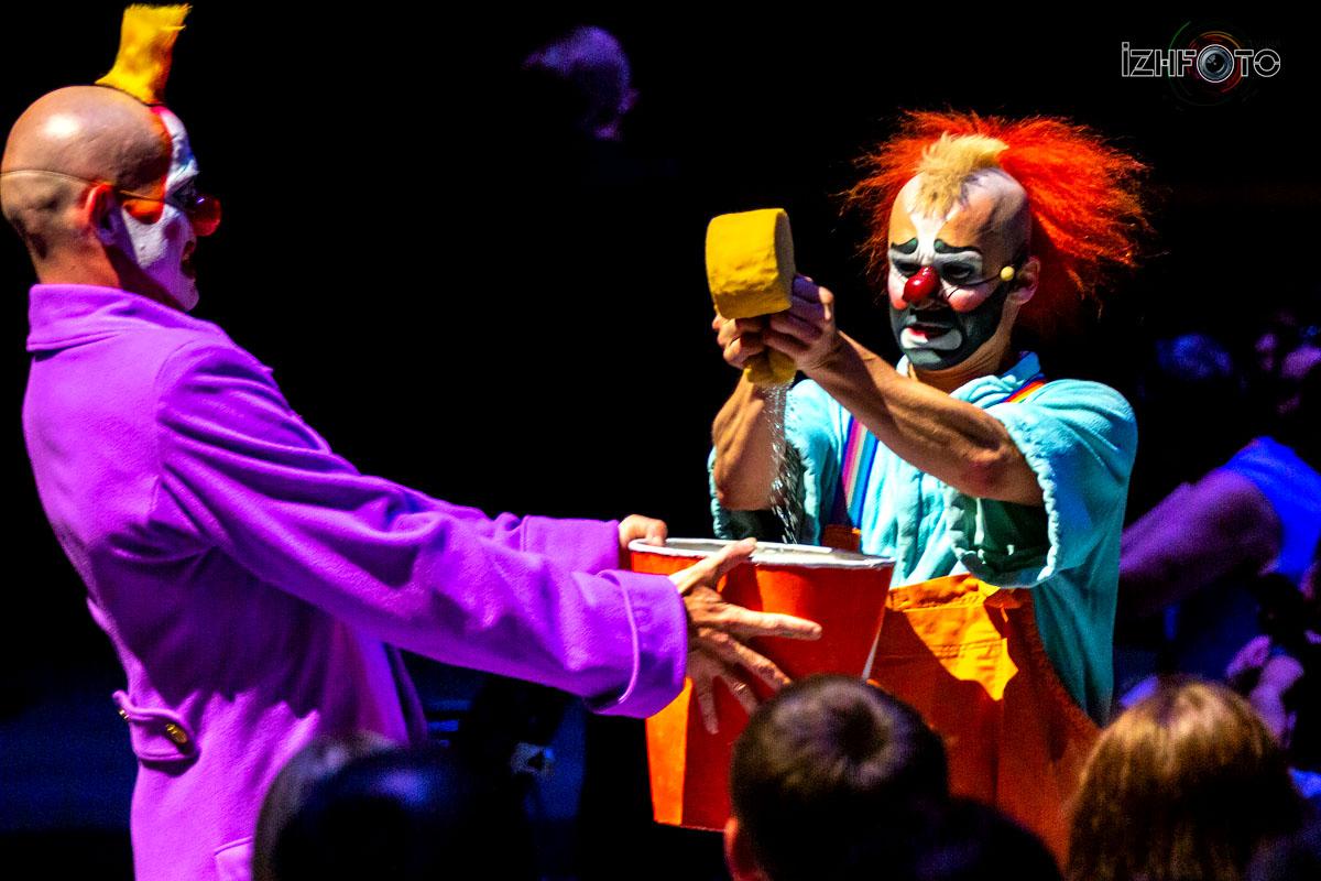 Alegria с ее театральной пышностью - это феерия красочных костюмов, оригинальной музыки и живого исполнения
