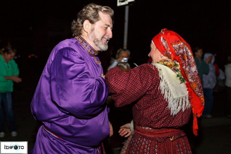 творческими вдохновителями фестиваля являются Бурановские бабушки.
