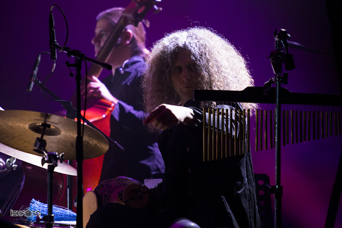 перкуссионист и барабанщик Рони Иврин из Уругвая