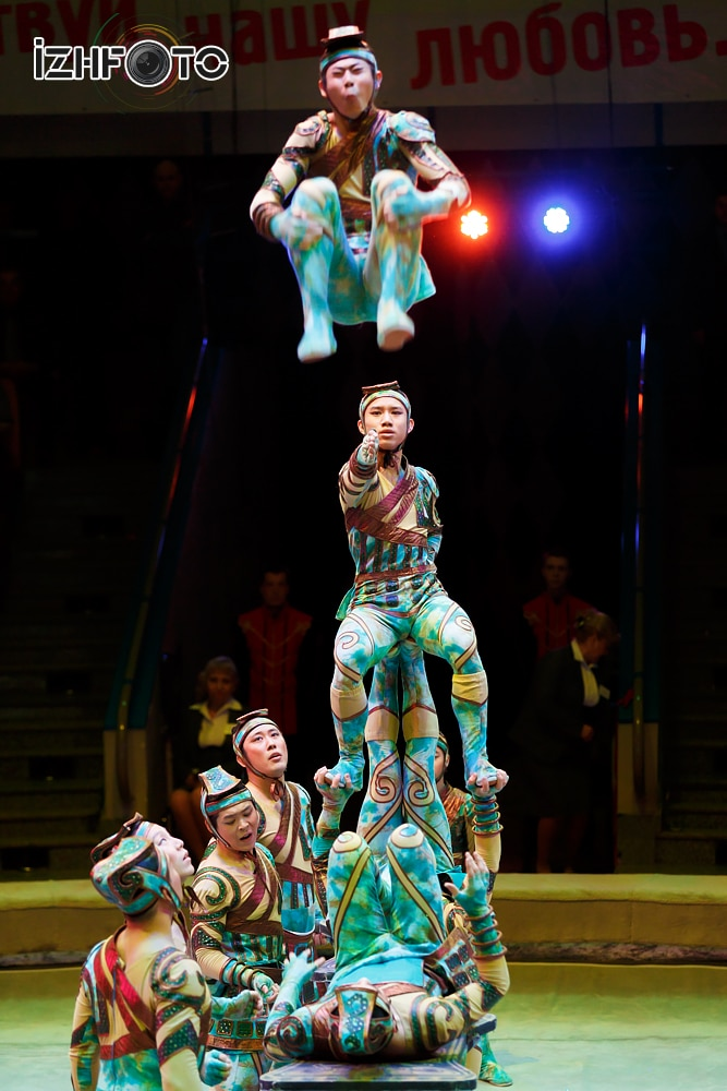 "Tianjin acrobatic troupe ""Icarian games"" China"