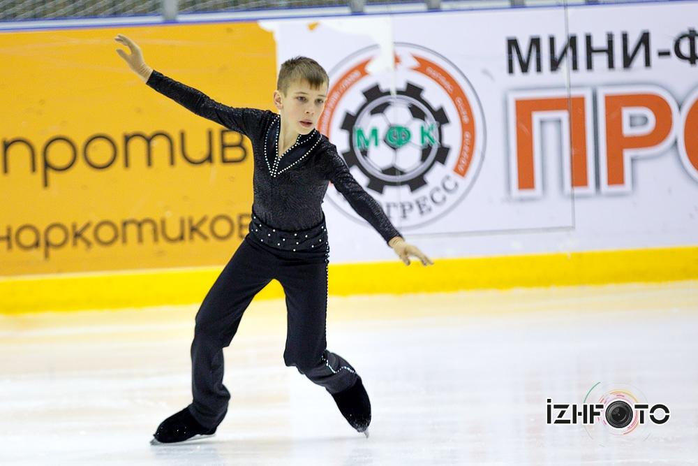 Фигурное катание на коньках Фото
