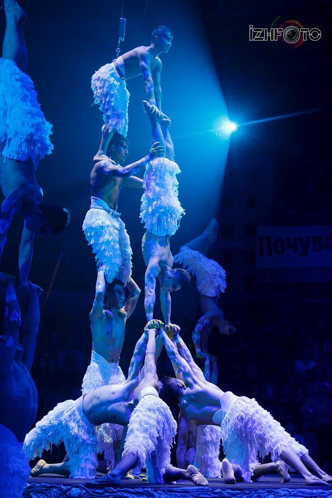 Выступление китайского цирка
