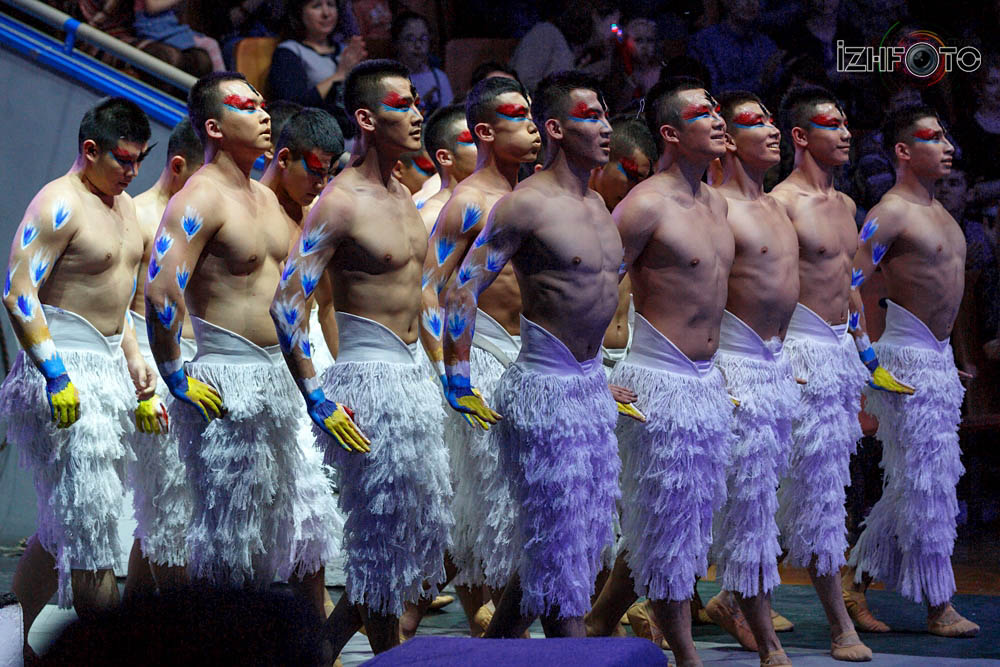 Акробаты китайского цирка