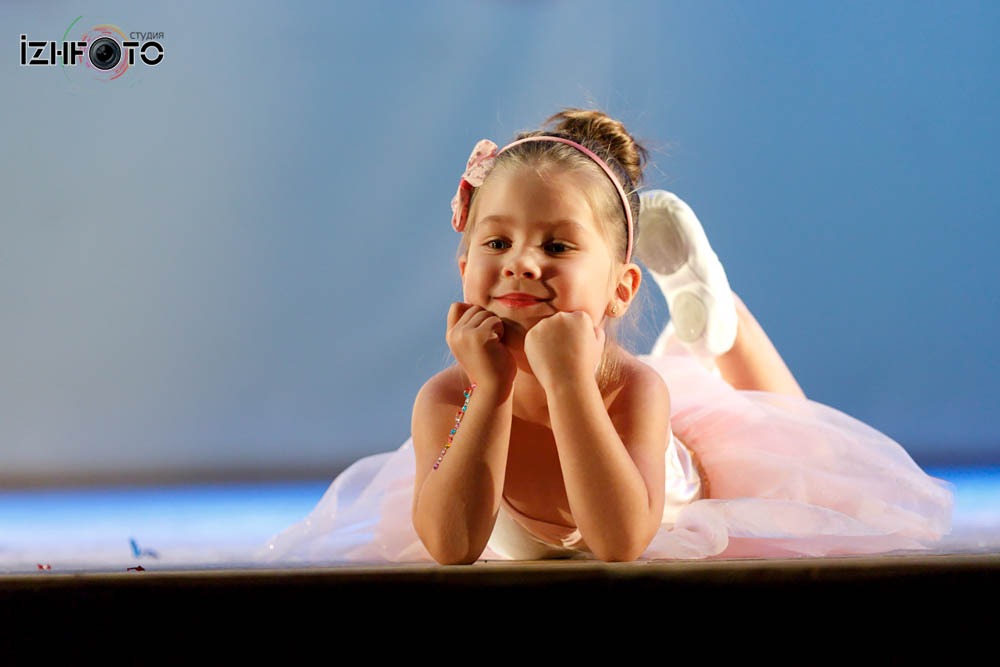 Арина Пушок, 4 года Минни Маус танец