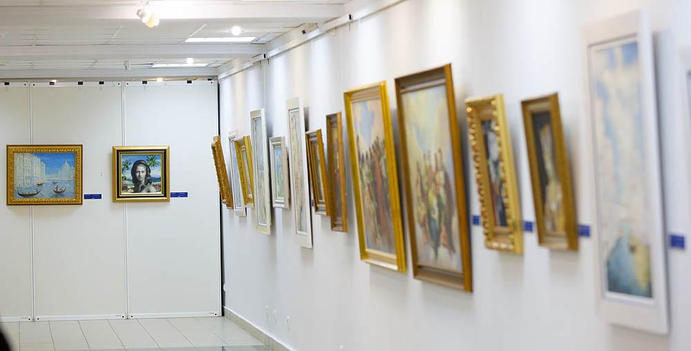 Никас Сафронов Выставка