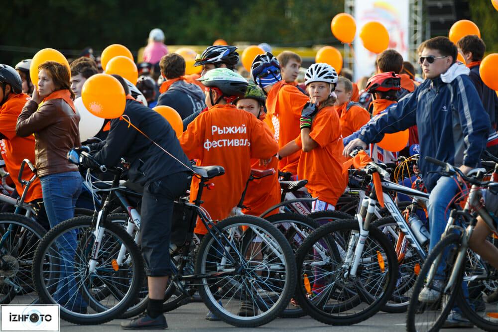 Велопарад на рыжем фестивале
