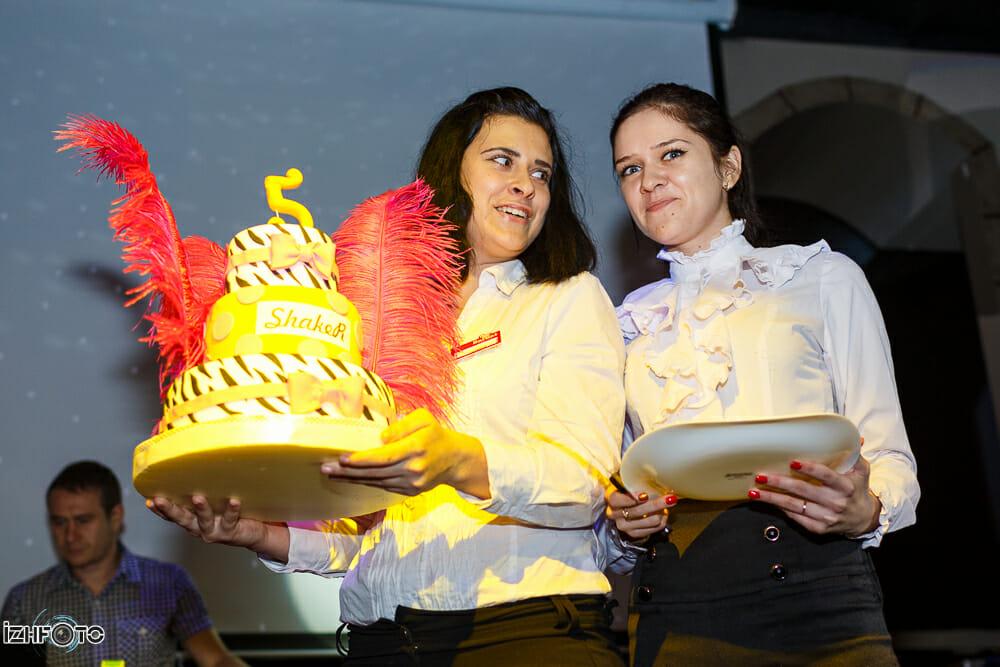 Вынос праздничного торта