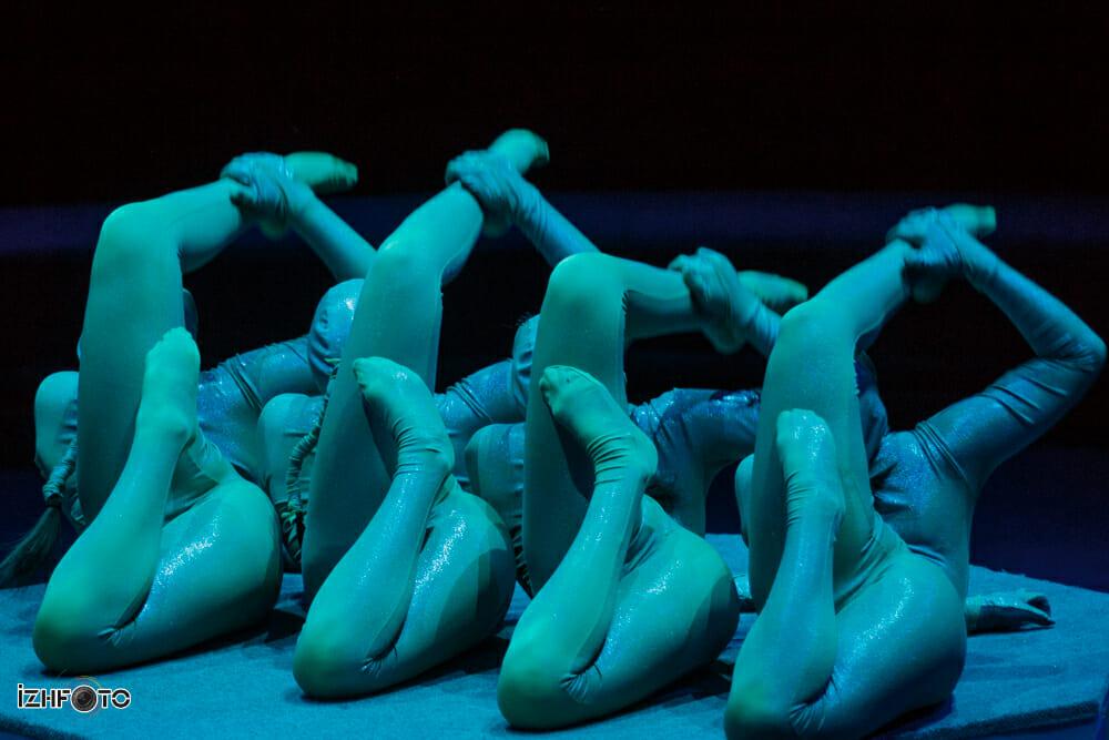 Выступление Snakes на фестивале циркового искусства
