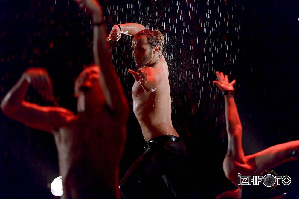 Танцующие под дождем