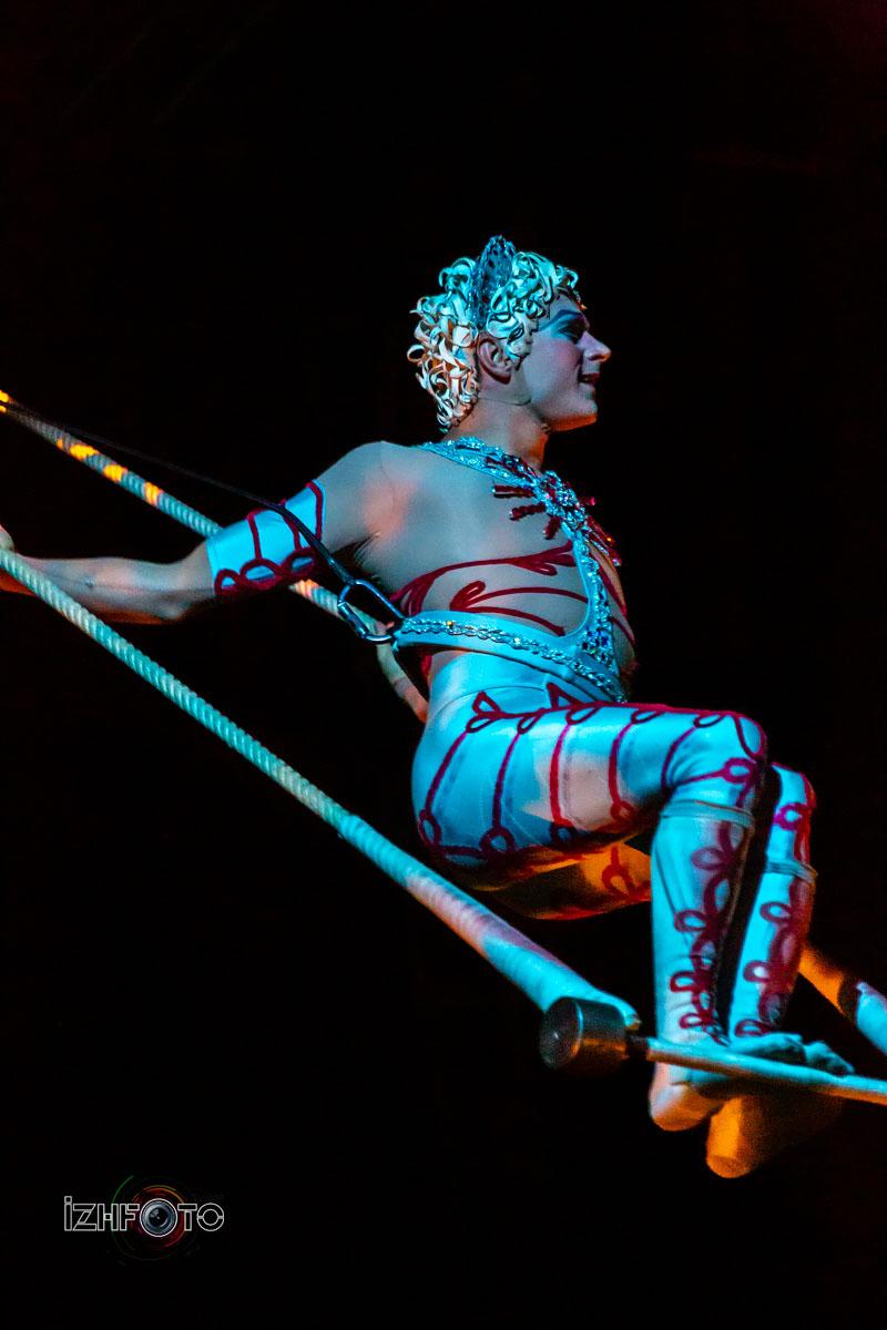 Этот популярный во всем мире цирковой коллектив начинал с небольшой группы участников