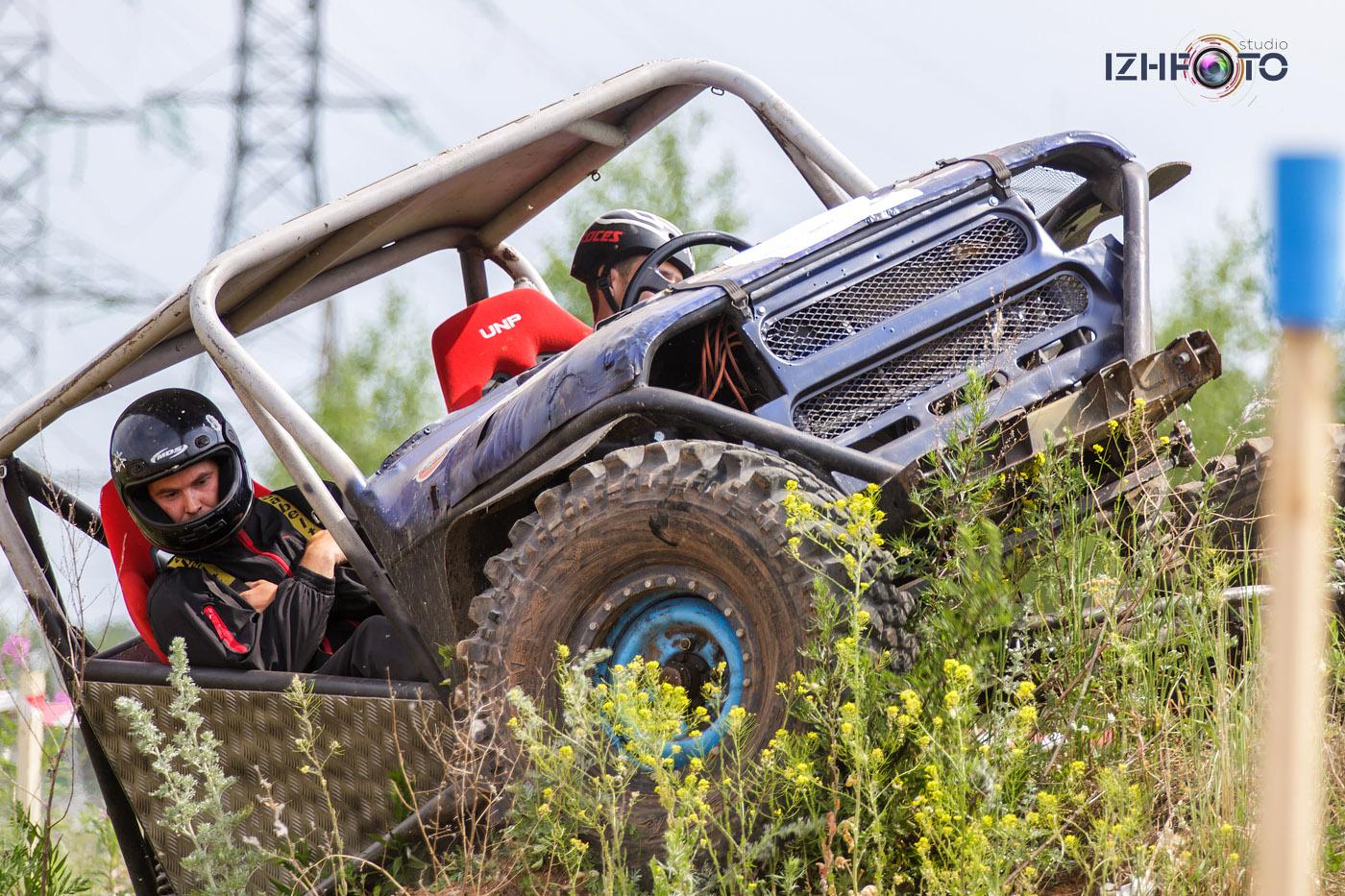 Плюс этих соревнований также в том, что автомобили ездят в относительно небольших зачётных секциях и зрители находятся в непосредственной близости