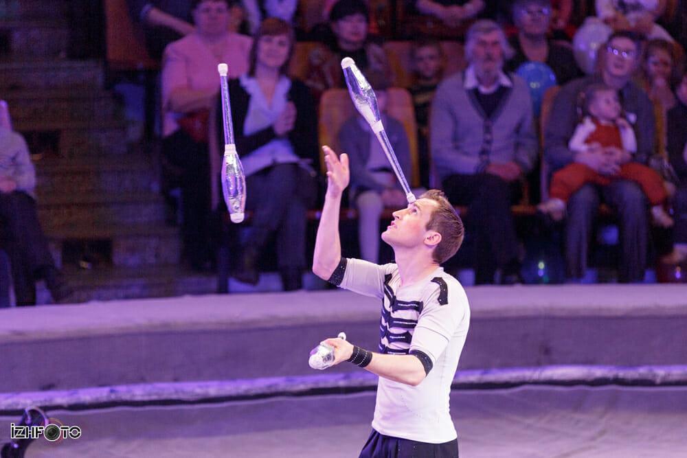Акробат - жонглер Виталий Миронов