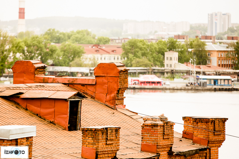 Заброшенное здание на набережной ижевского пруда