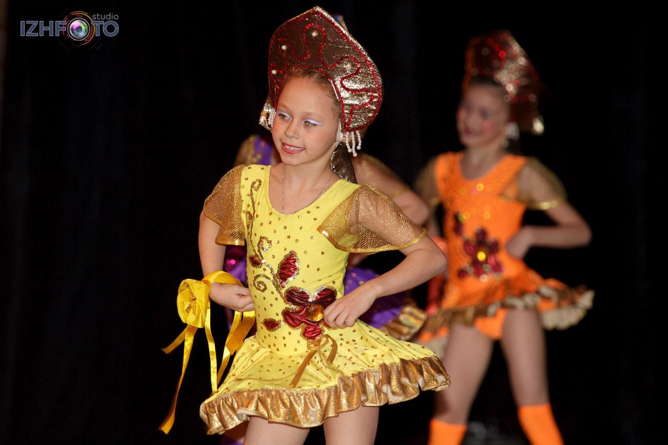 В ансамбле сложились свои традиции. Одна из них - проведение дважды в год отчетных концертов и занятий для родителей.