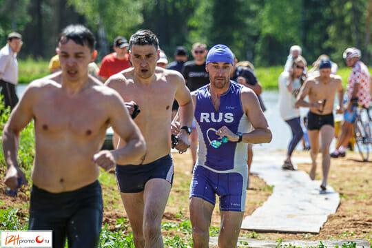 Триатлон — вид спорта, включающий в себя три вида спортивных состязаний: плавание, велогонку и бег