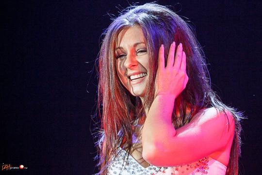 Лауреат фестиваля 20 лучших песен года-2010 (сингл Выбирать чудо) - Нюша