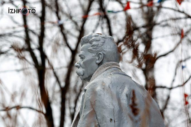 Памятник Горький Ижевск