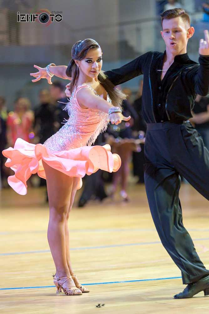 Танцевальный спорт Фото