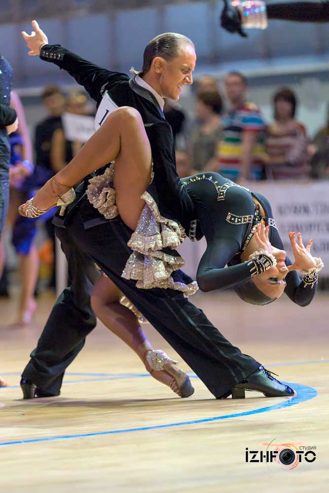 Спортивные бальные танцы Фото