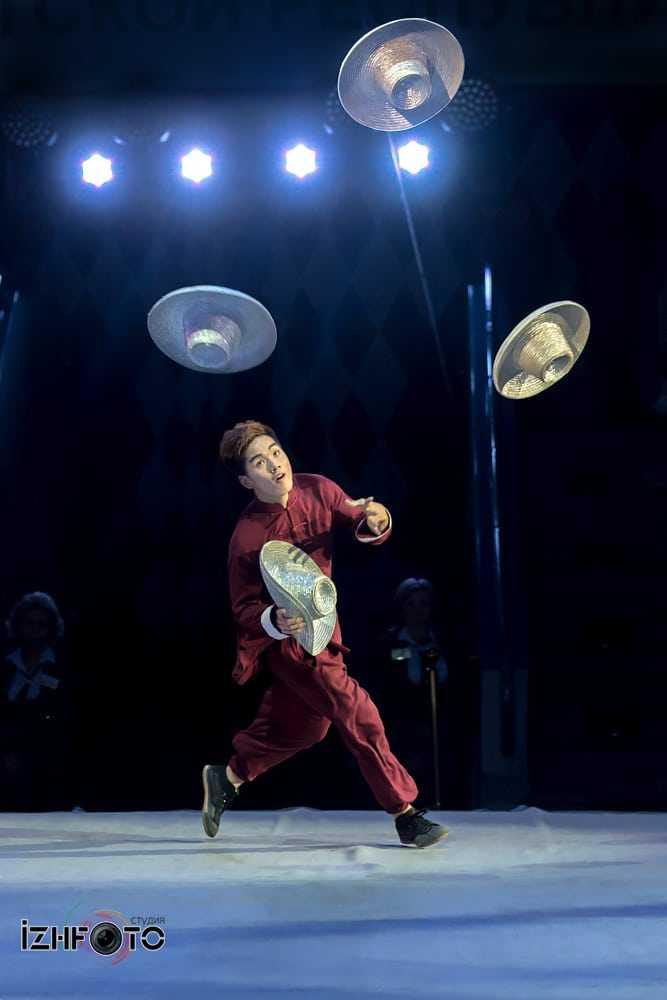 Жонглирование шляпами Фото