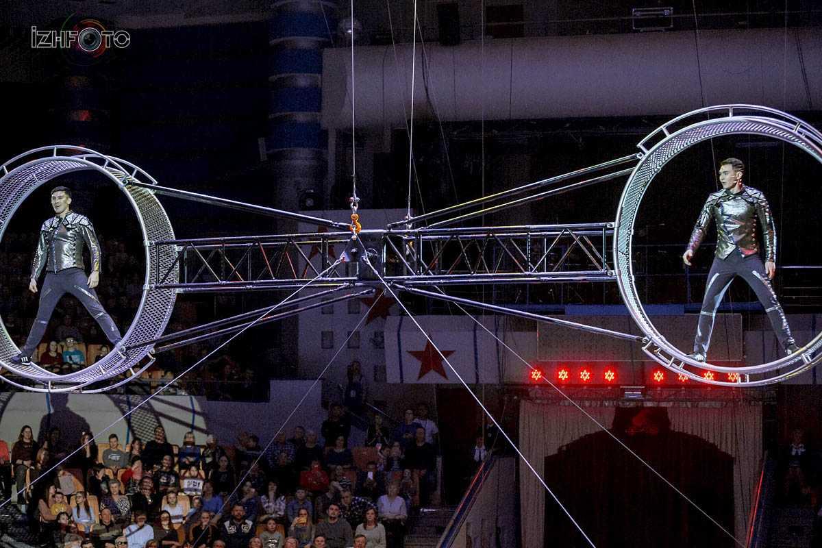 Акробаты на американском колесе «Братья Суанбековы», Россия