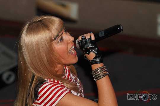 Ольга Козина (Лаки) — вокал, текст, музыка