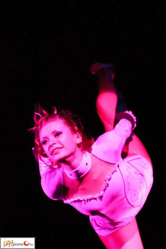 Выступление Воздушных гимнастов в шоу Парад звезд, Ижевск