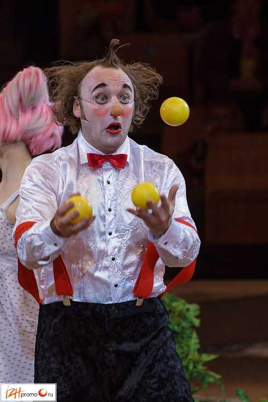 Клоуны на Параде звезд в Ижевском цирке