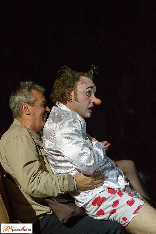 Выступление клоунов всегда радует как детей, так и взрослых! :)