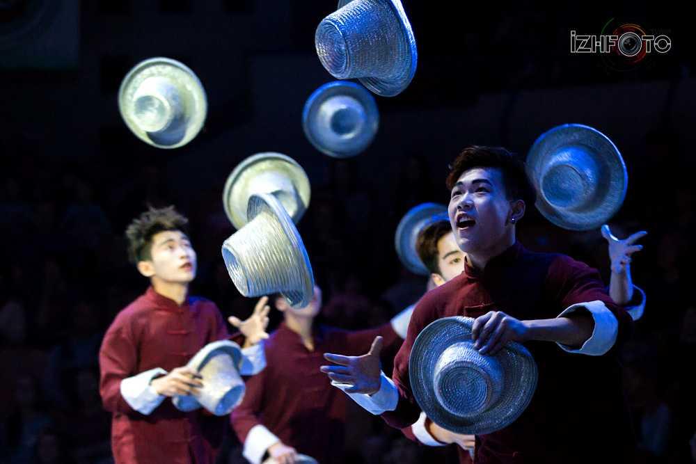 Цзинаньская акробатическая труппа Китай