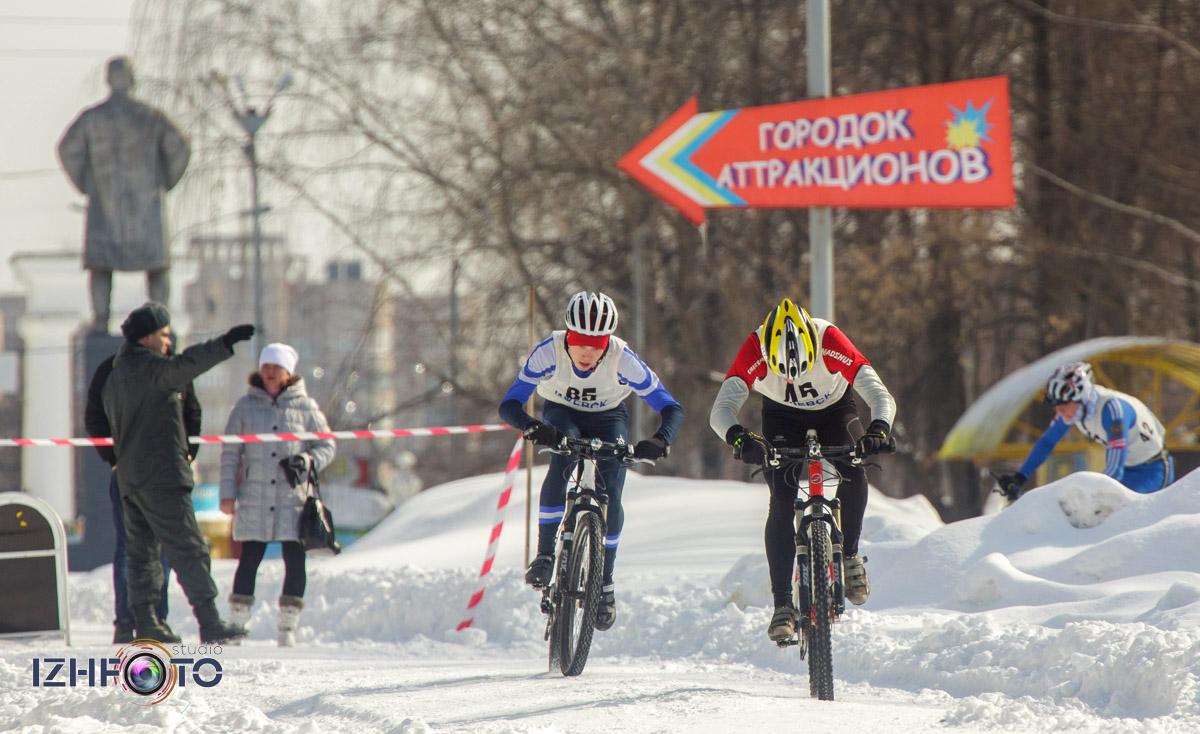Спортивные соревнования на стадионе Купол в Ижевске