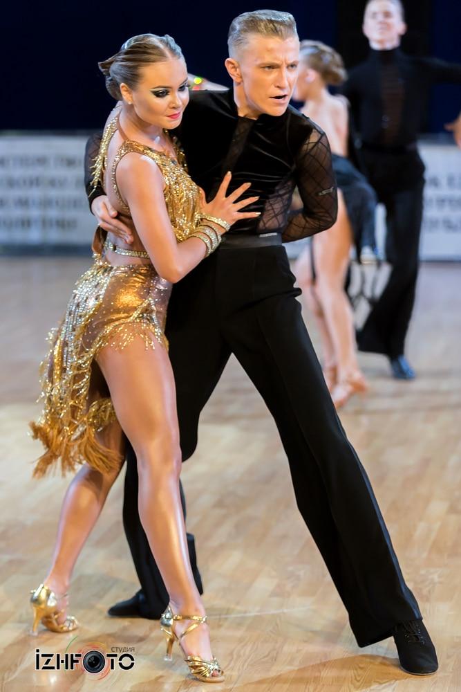 Танцы латиноамериканской программы Фото