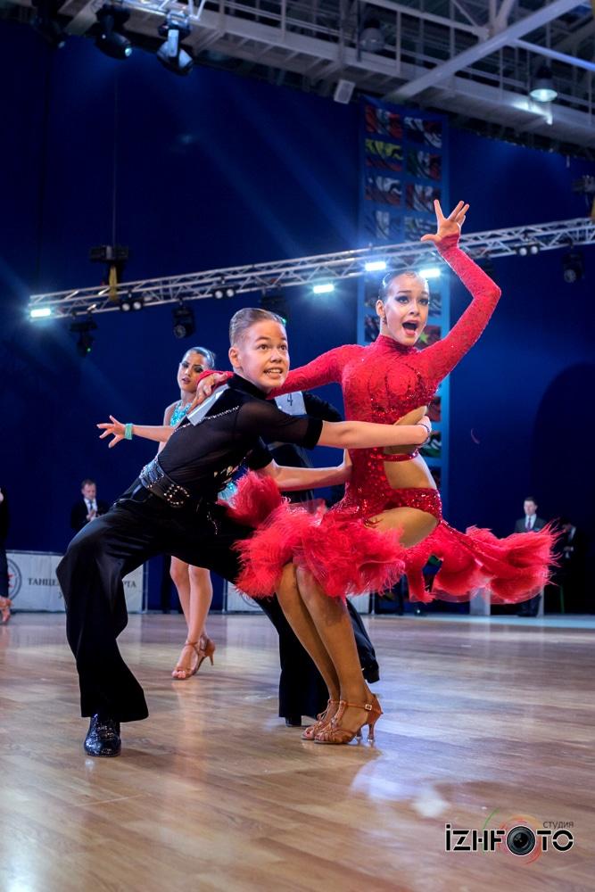 Спортивные танцы латина Фото