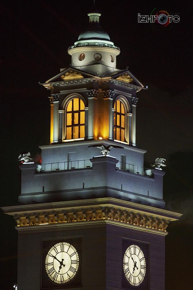 Киевский вокзал ночью
