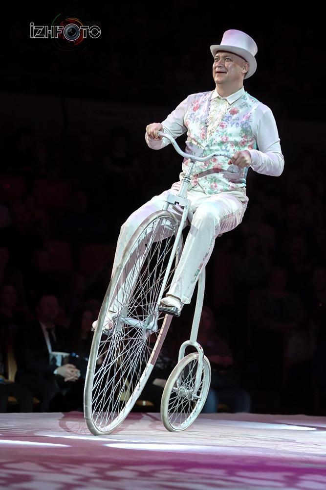 """Bikes parade"", bikes, trainer Leonid Tkachenko"