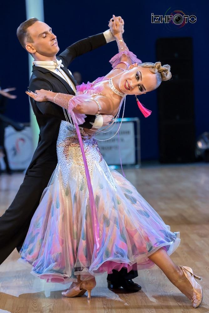 Соревнования по спортивным танцам Фото