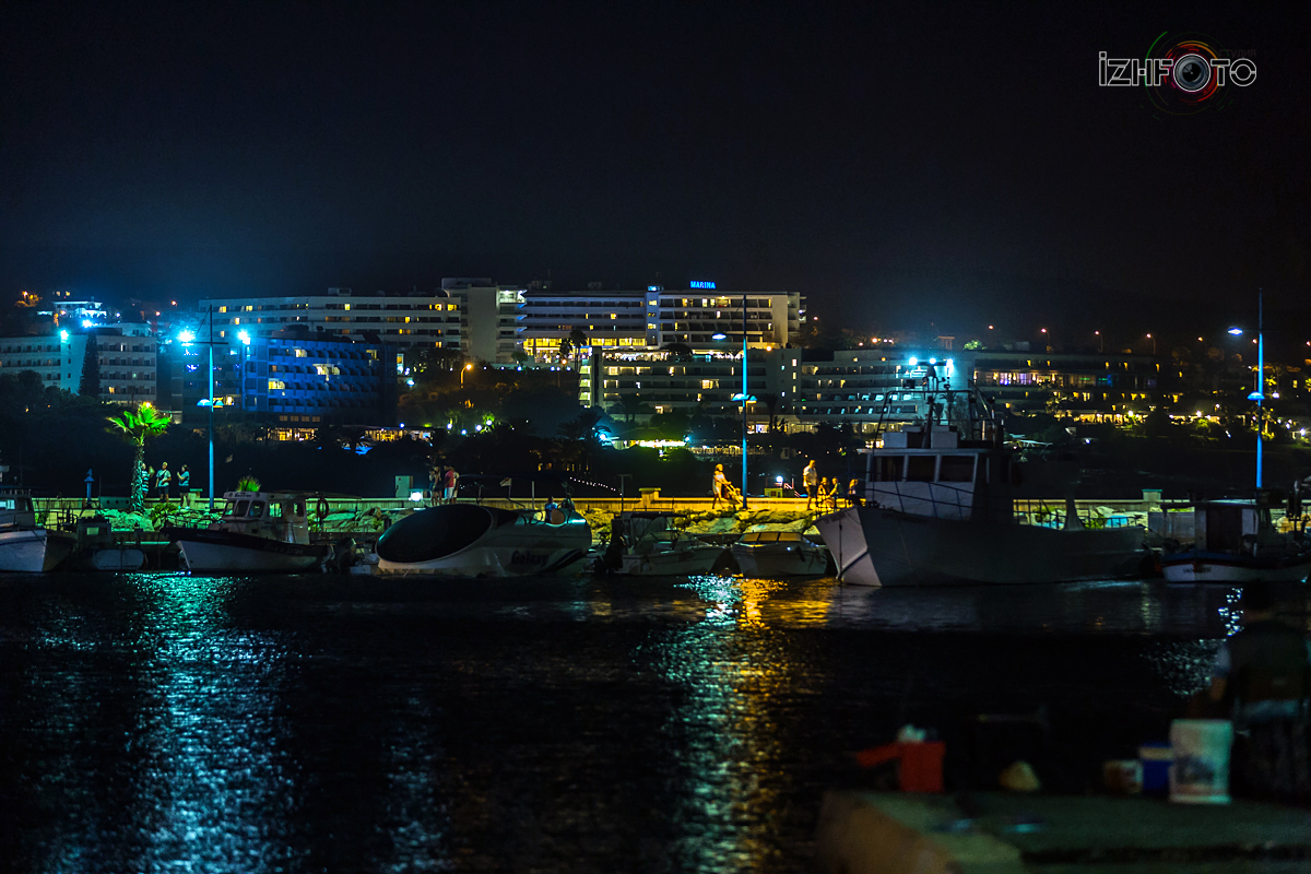 Айя напа ночью Фото
