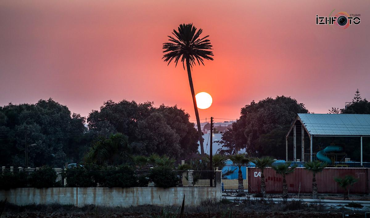 Закат в Айя напе Фото