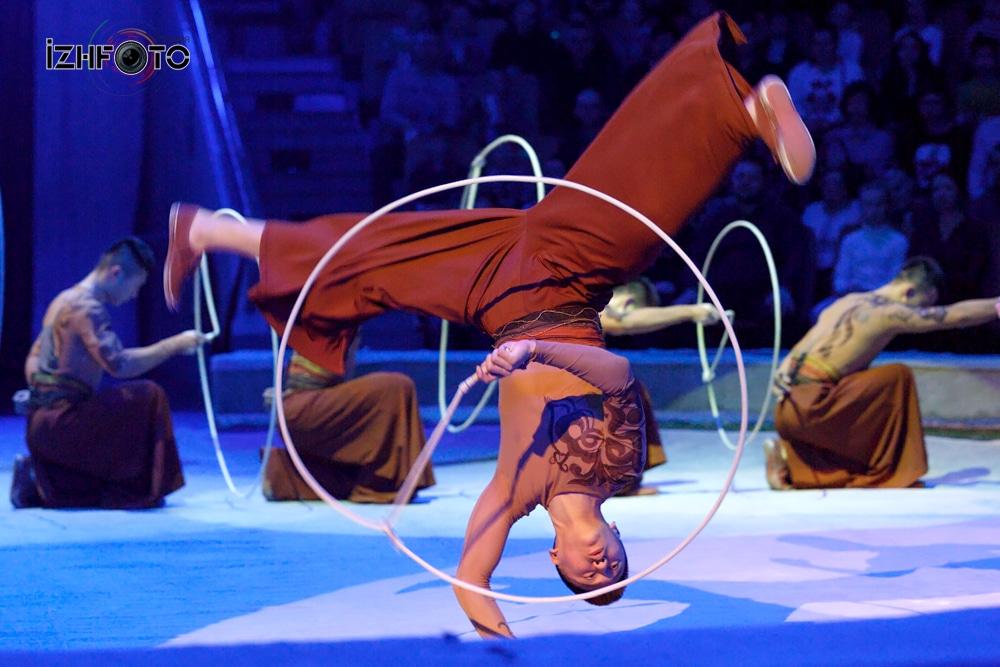 Санни бойз - Синьцзянская акробатическая труппа лассо Китай