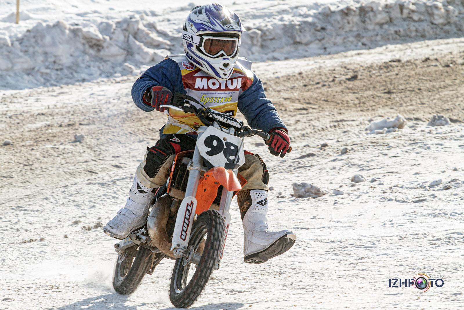 Фото с соревнований по зимнему мотокроссу