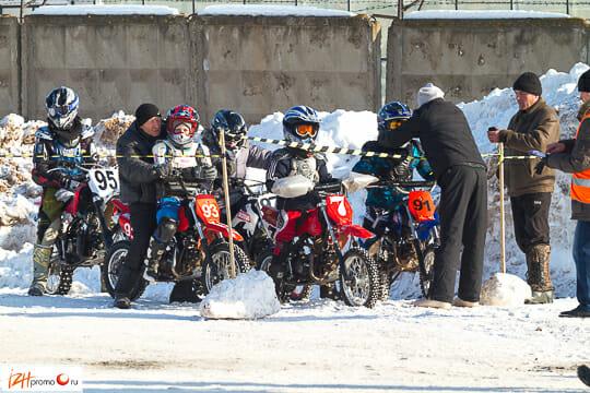 Заезды на мотоциклах среди юниоров