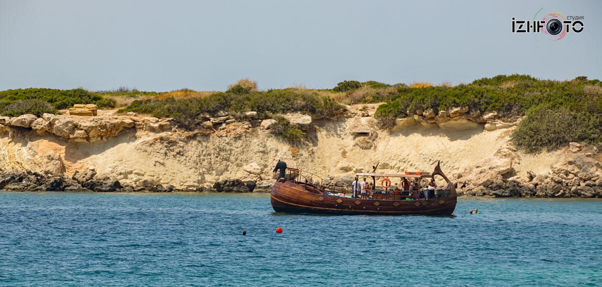 Пляж Корал бэй в Пафосе Кипр