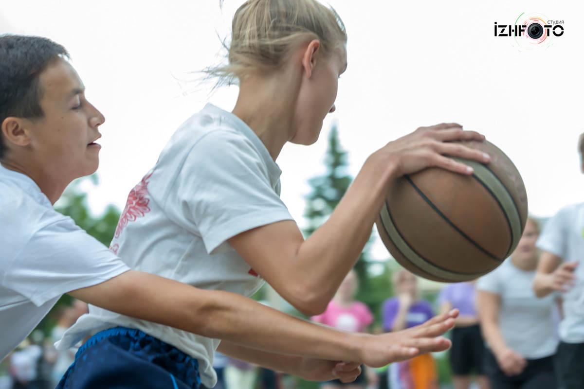 Уличный баскетбол Фото