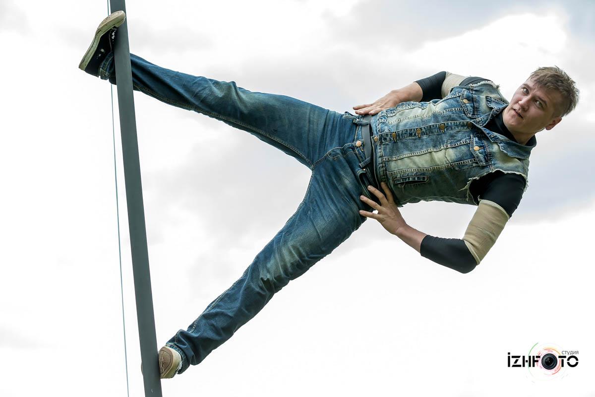 Шестовая акробатика Фото