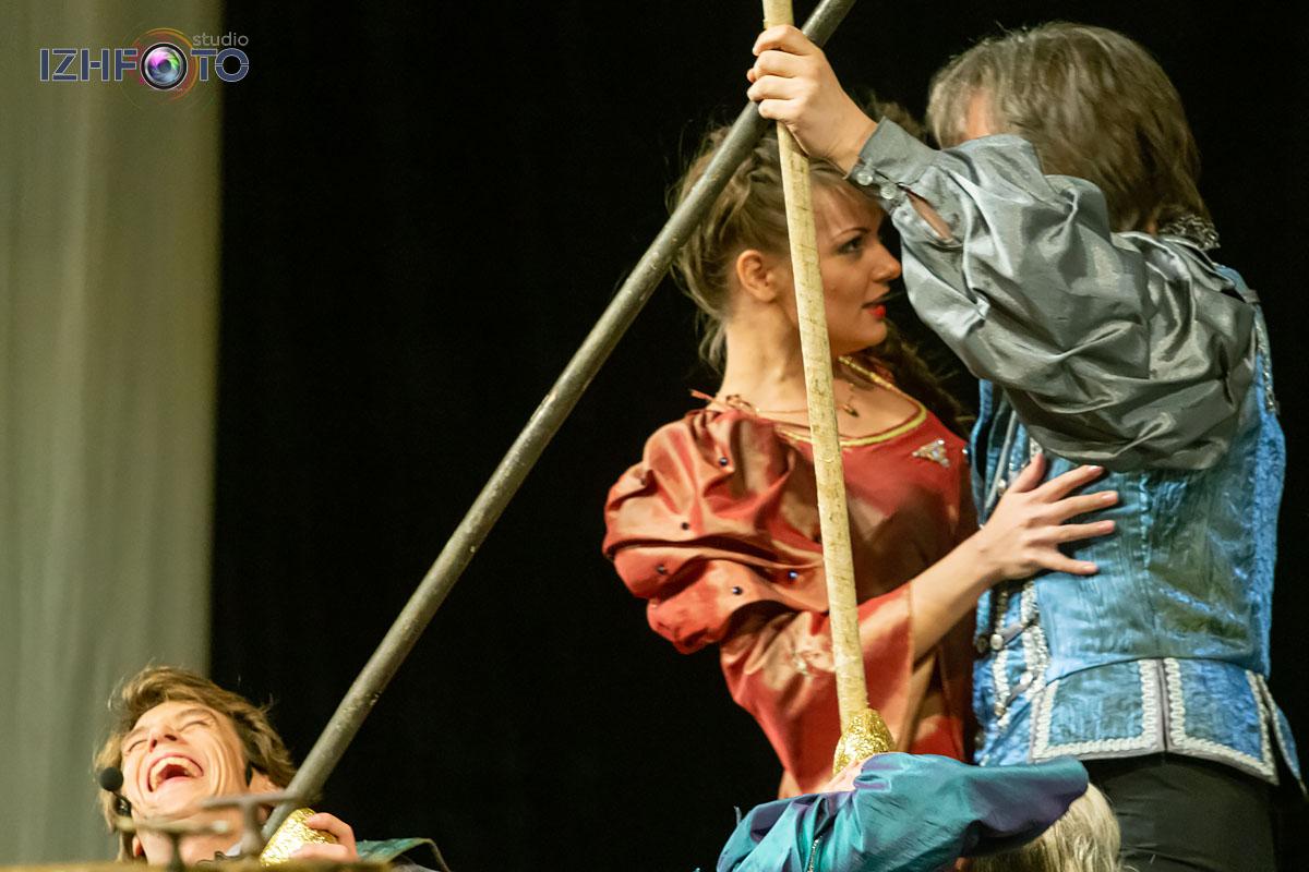 История веронских влюбленных в театральной постановке