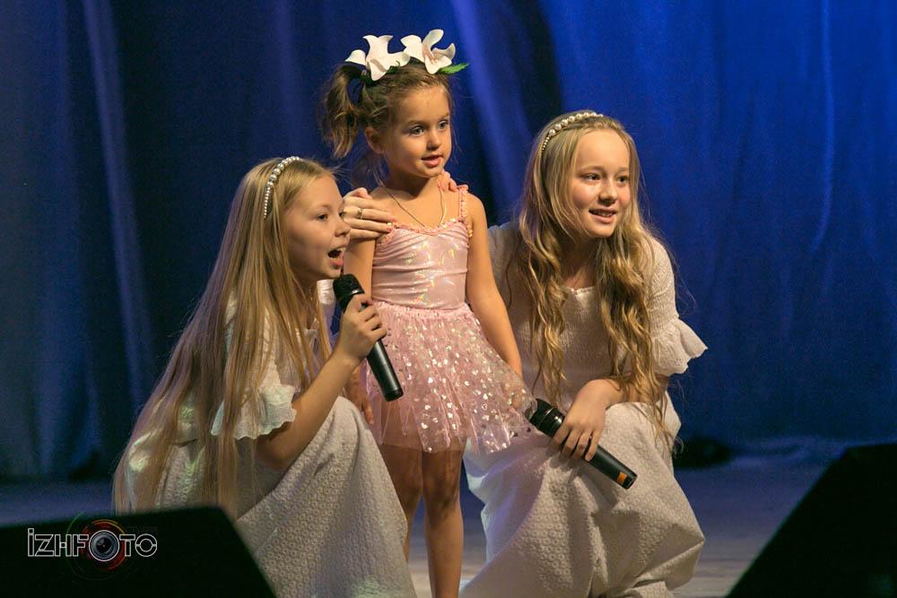 Этот мир Елизавета Перминова, Арина Гожимова и Павлин