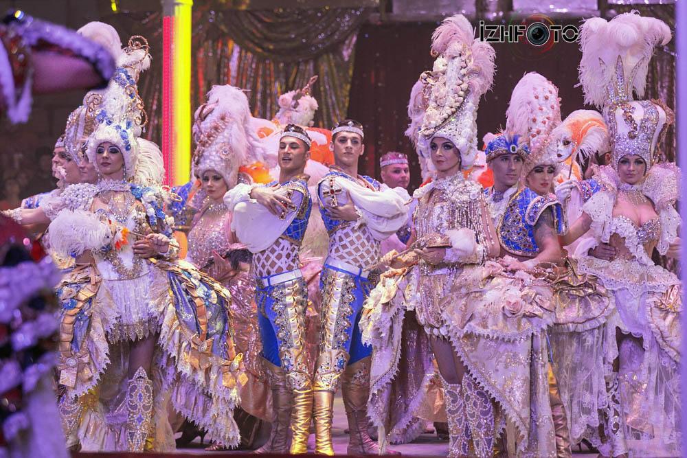 Цирковое шоу Фото